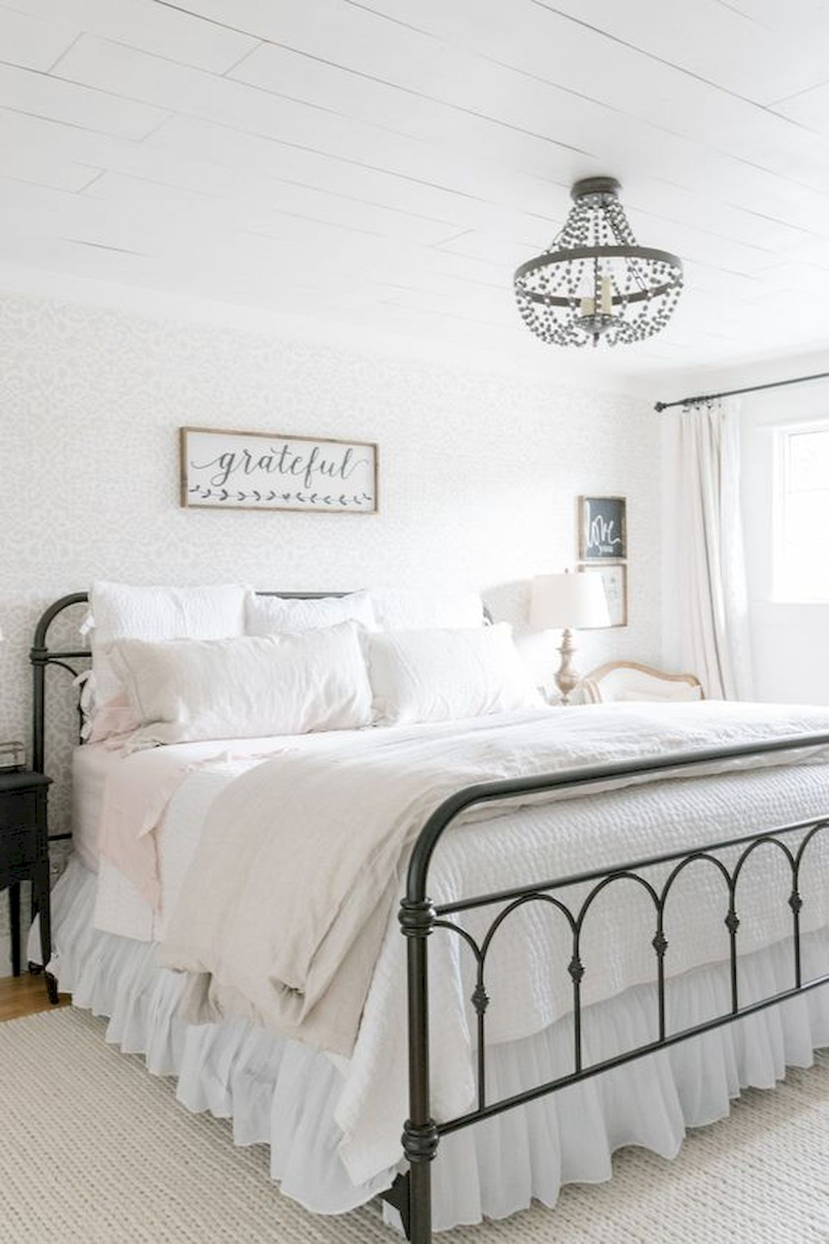 37 Simple Summer Bedroom Decor Ideas (10)