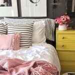 37 Simple Summer Bedroom Decor Ideas (17)
