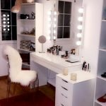 40 Beautiful Make Up Room Ideas in Your Bedroom (12)