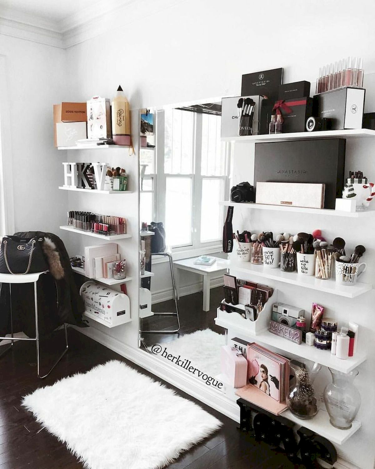 40 Beautiful Make Up Room Ideas in Your Bedroom (14)