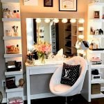 40 Beautiful Make Up Room Ideas in Your Bedroom (15)