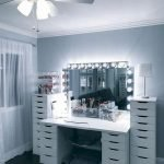 40 Beautiful Make Up Room Ideas In Your Bedroom (24)