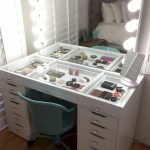 40 Beautiful Make Up Room Ideas in Your Bedroom (25)