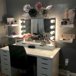 40 Beautiful Make Up Room Ideas In Your Bedroom (26)