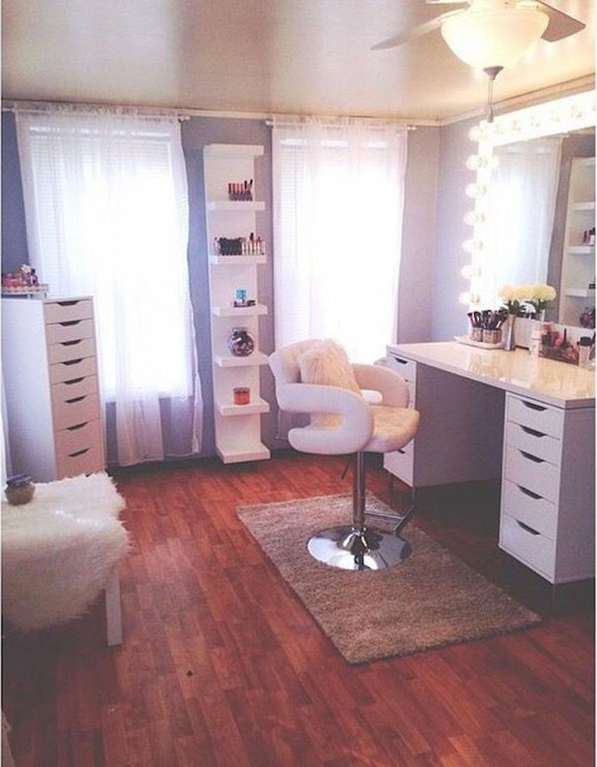 40 Beautiful Make Up Room Ideas in Your Bedroom (28)