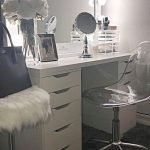 40 Beautiful Make Up Room Ideas in Your Bedroom (3)