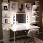 40 Beautiful Make Up Room Ideas In Your Bedroom (31)