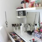 40 Beautiful Make Up Room Ideas in Your Bedroom (32)