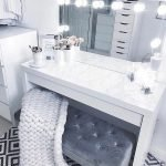 40 Beautiful Make Up Room Ideas in Your Bedroom (36)