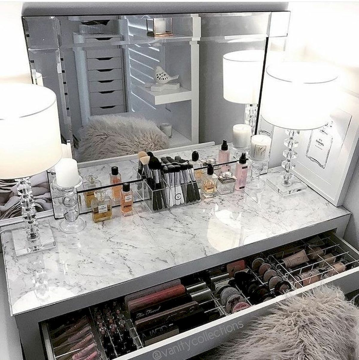 40 Beautiful Make Up Room Ideas in Your Bedroom (37)