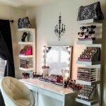 40 Beautiful Make Up Room Ideas In Your Bedroom (38)
