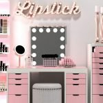 40 Beautiful Make Up Room Ideas in Your Bedroom (39)