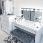 40 Beautiful Make Up Room Ideas in Your Bedroom (5)