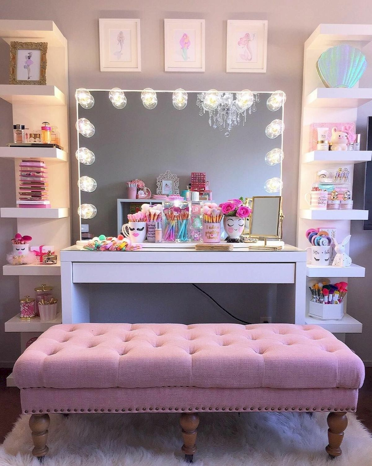 40 Beautiful Make Up Room Ideas in Your Bedroom (6)