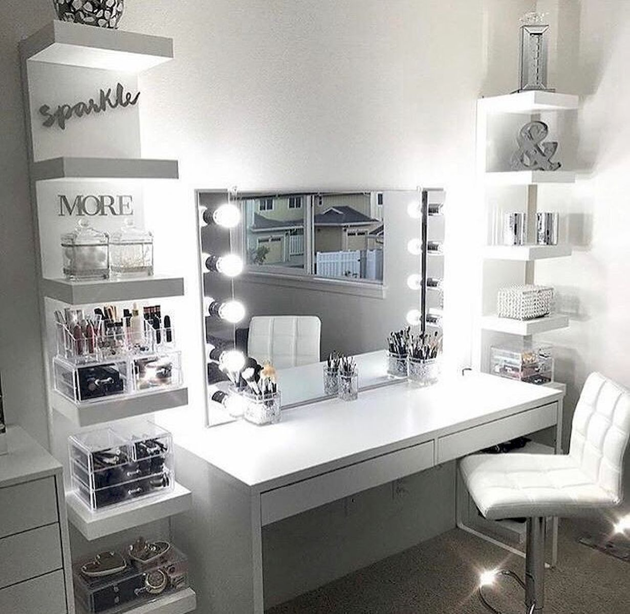 40 Beautiful Make Up Room Ideas in Your Bedroom (9)