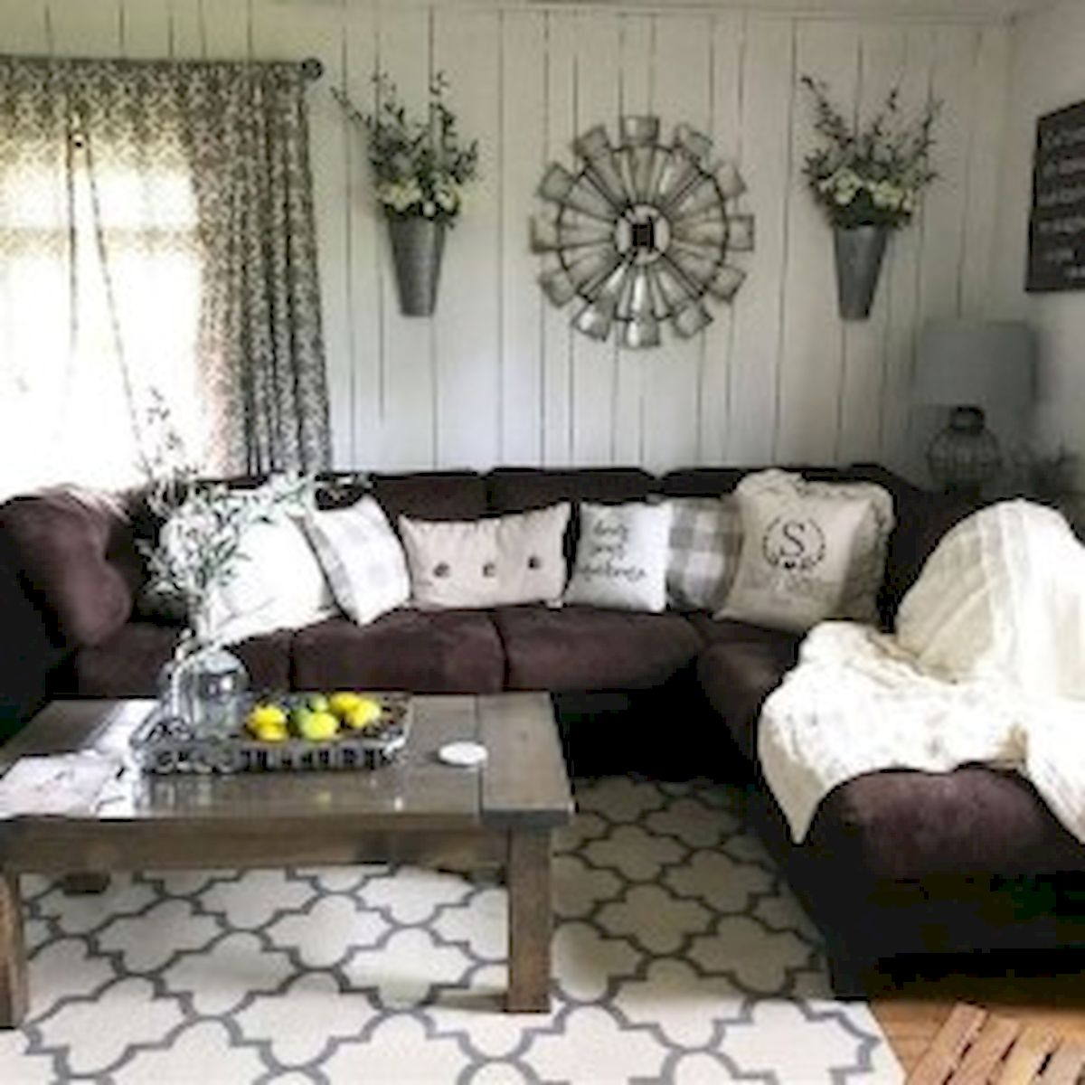 40+ Awesome Farmhouse Design Ideas For Living Room (4)