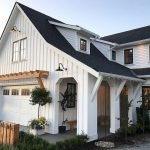 46 Awesome Farmhouse Home Exterior Design Ideas (15)