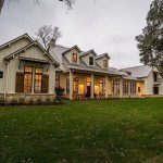 46 Awesome Farmhouse Home Exterior Design Ideas (21)