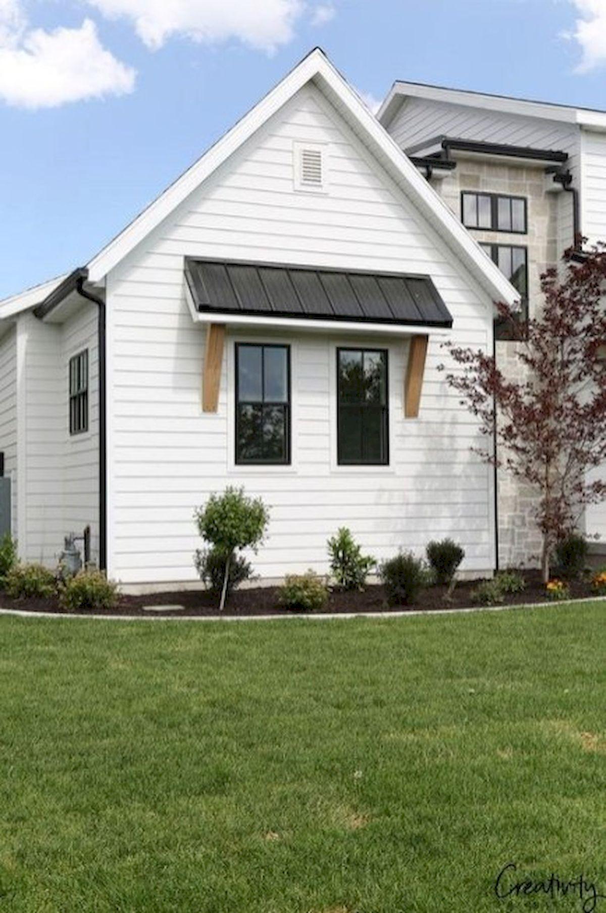 46 Awesome Farmhouse Home Exterior Design Ideas (32)