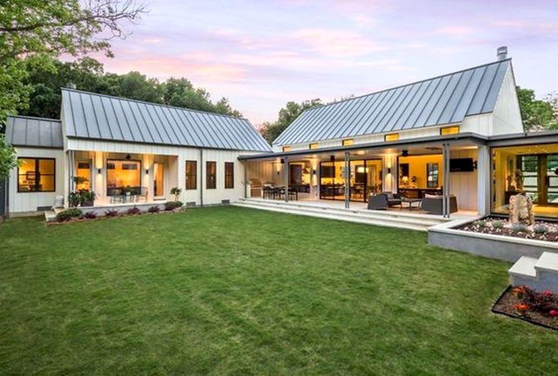 46 Awesome Farmhouse Home Exterior Design Ideas (33)