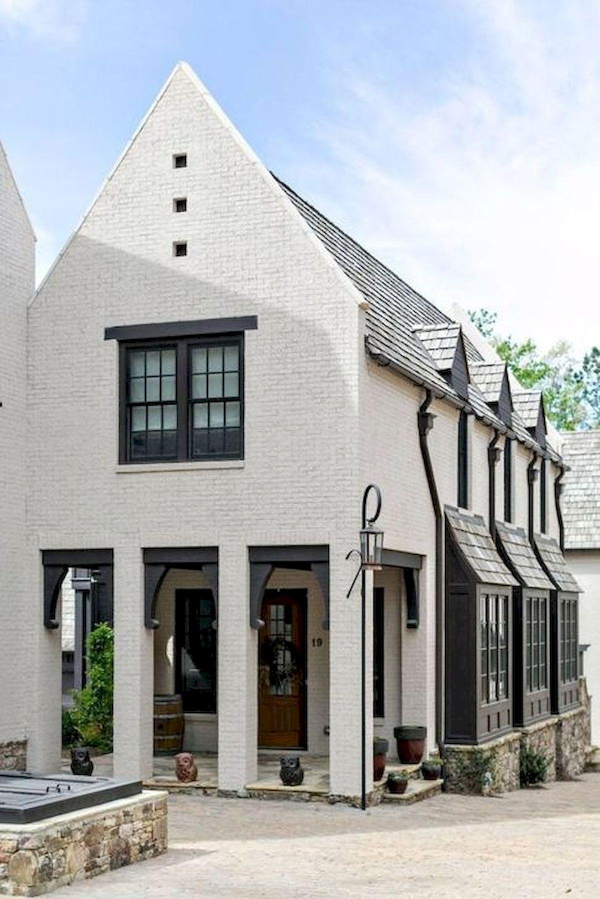 46 Awesome Farmhouse Home Exterior Design Ideas (39)