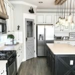 50 Cozy Farmhouse Kitchen Design and Decor Ideas (23)