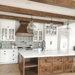 50 Cozy Farmhouse Kitchen Design and Decor Ideas (24)