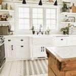 50 Cozy Farmhouse Kitchen Design and Decor Ideas (28)