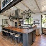 50 Cozy Farmhouse Kitchen Design and Decor Ideas (37)