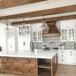 50 Cozy Farmhouse Kitchen Design and Decor Ideas (8)