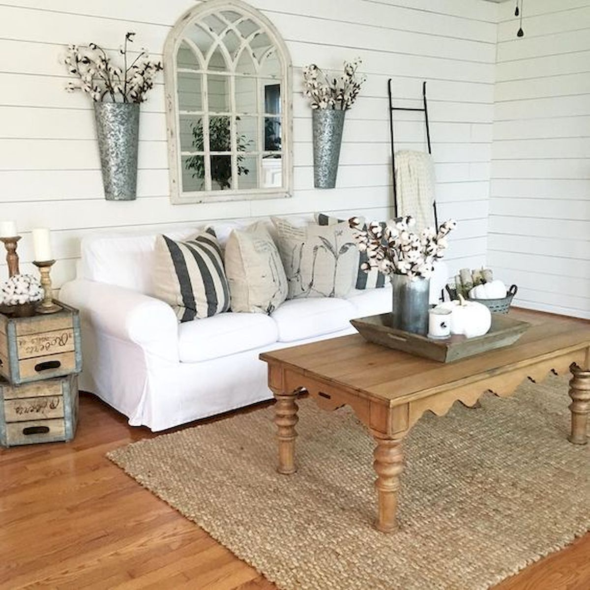50 Cozy Farmhouse Living Room Design and Decor Ideas (5)