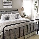 50 Awesome Wall Decor Ideas For Bedroom (20)