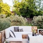 60 Awesome Backyard Privacy Design And Decor Ideas (20)