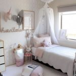 40 Cute Small Bedroom Design And Decor Ideas For Teenage Girl (22)