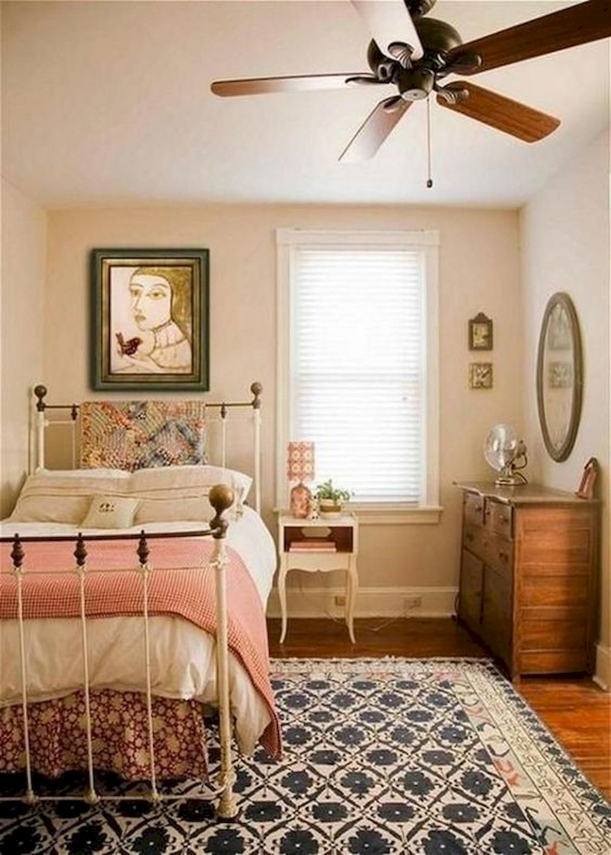 40 Cute Small Bedroom Design and Decor Ideas for Teenage Girl (23)