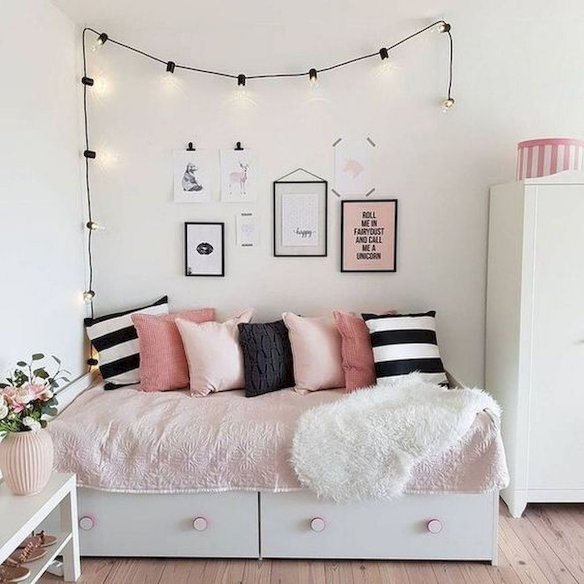40 Cute Small Bedroom Design and Decor Ideas for Teenage Girl (27)