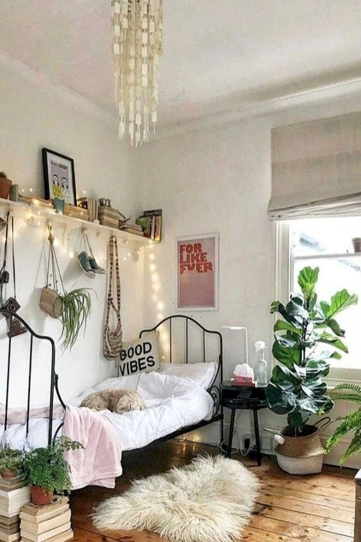 40 Cute Small Bedroom Design and Decor Ideas for Teenage Girl (32)