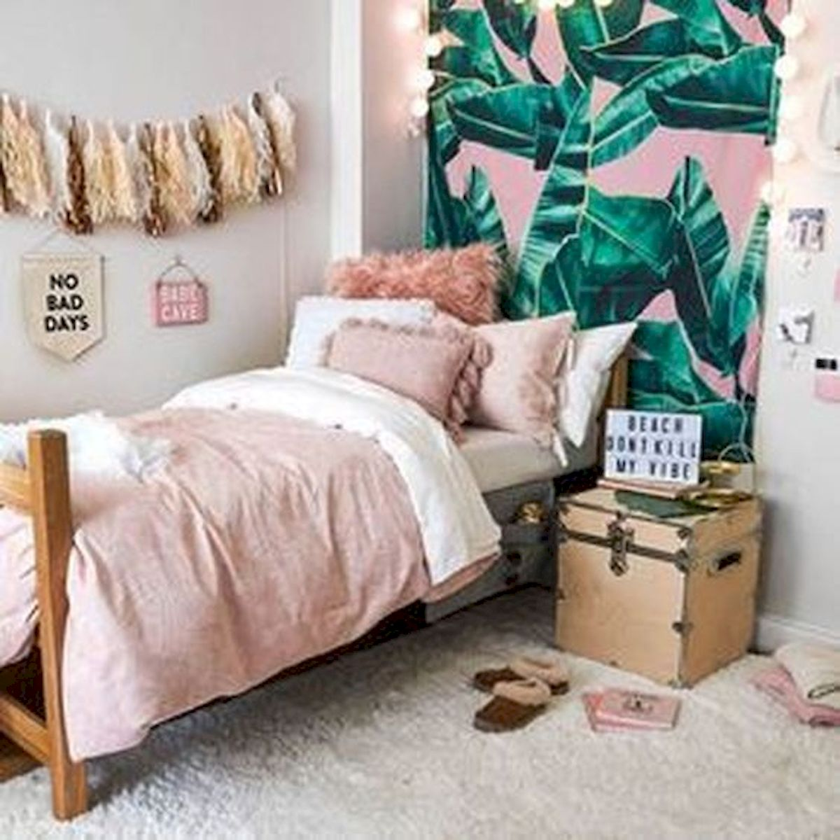 40 Cute Small Bedroom Design and Decor Ideas for Teenage Girl (33)
