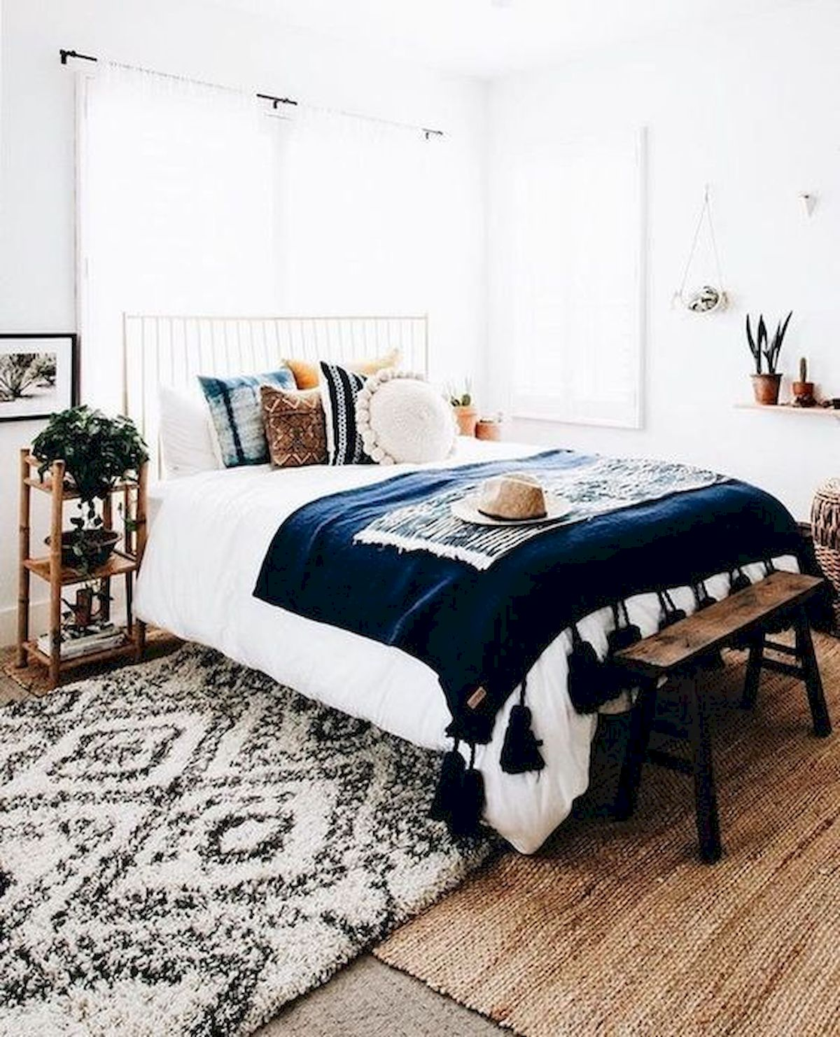 44 Awesome White Master Bedroom Design and Decor Ideas For Any Home Design (12)