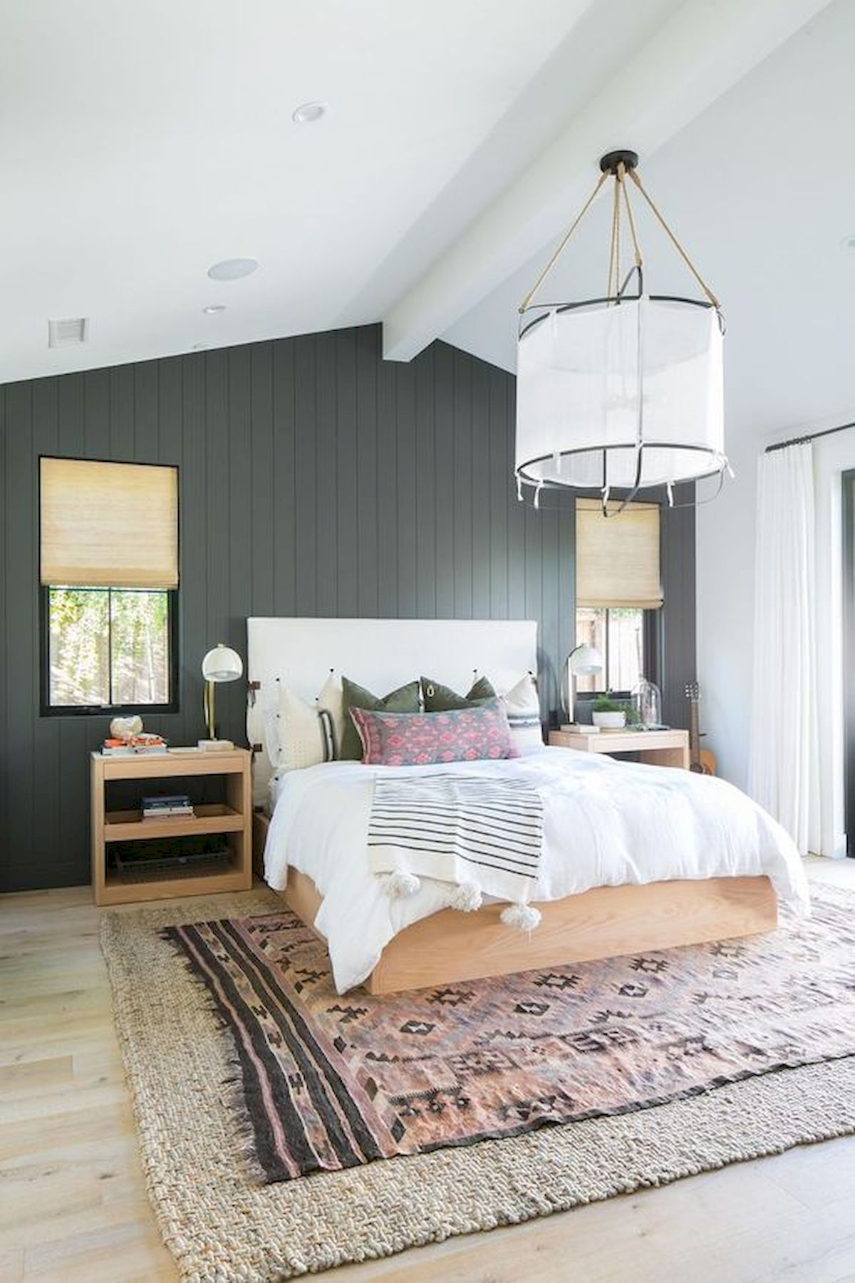 44 Awesome White Master Bedroom Design and Decor Ideas For Any Home Design (14)
