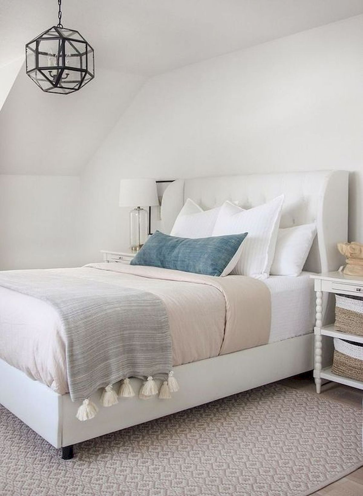 44 Awesome White Master Bedroom Design and Decor Ideas For Any Home Design (19)