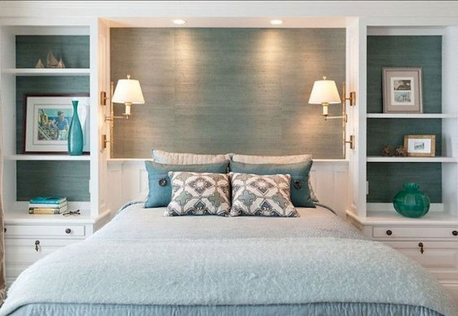 44 Awesome White Master Bedroom Design and Decor Ideas For Any Home Design (22)