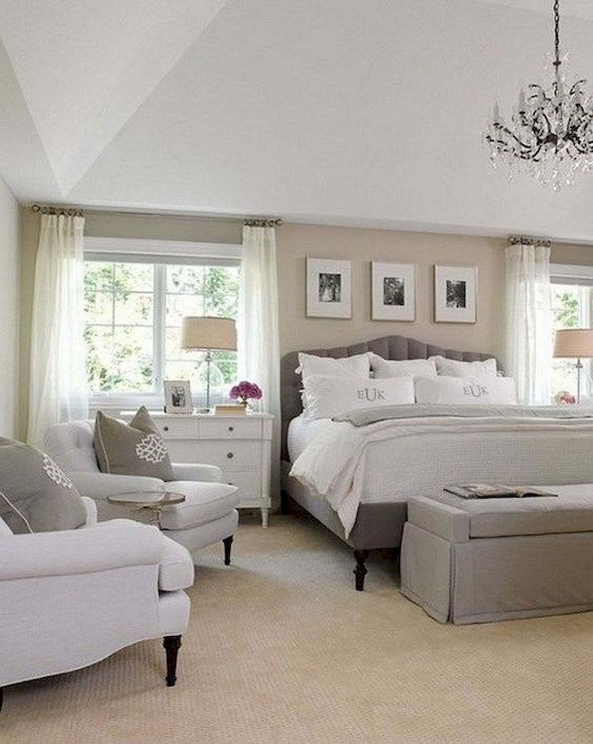 44 Awesome White Master Bedroom Design and Decor Ideas For Any Home Design (35)