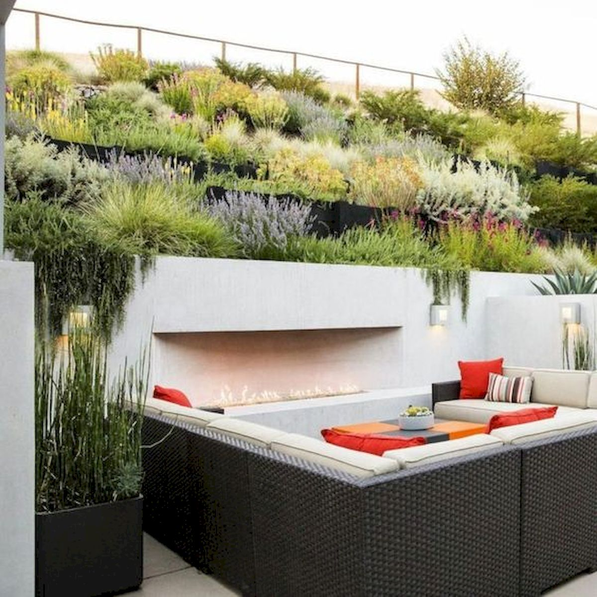 50 Awesome Modern Backyard Garden Design Ideas With Hanging Plants (12)