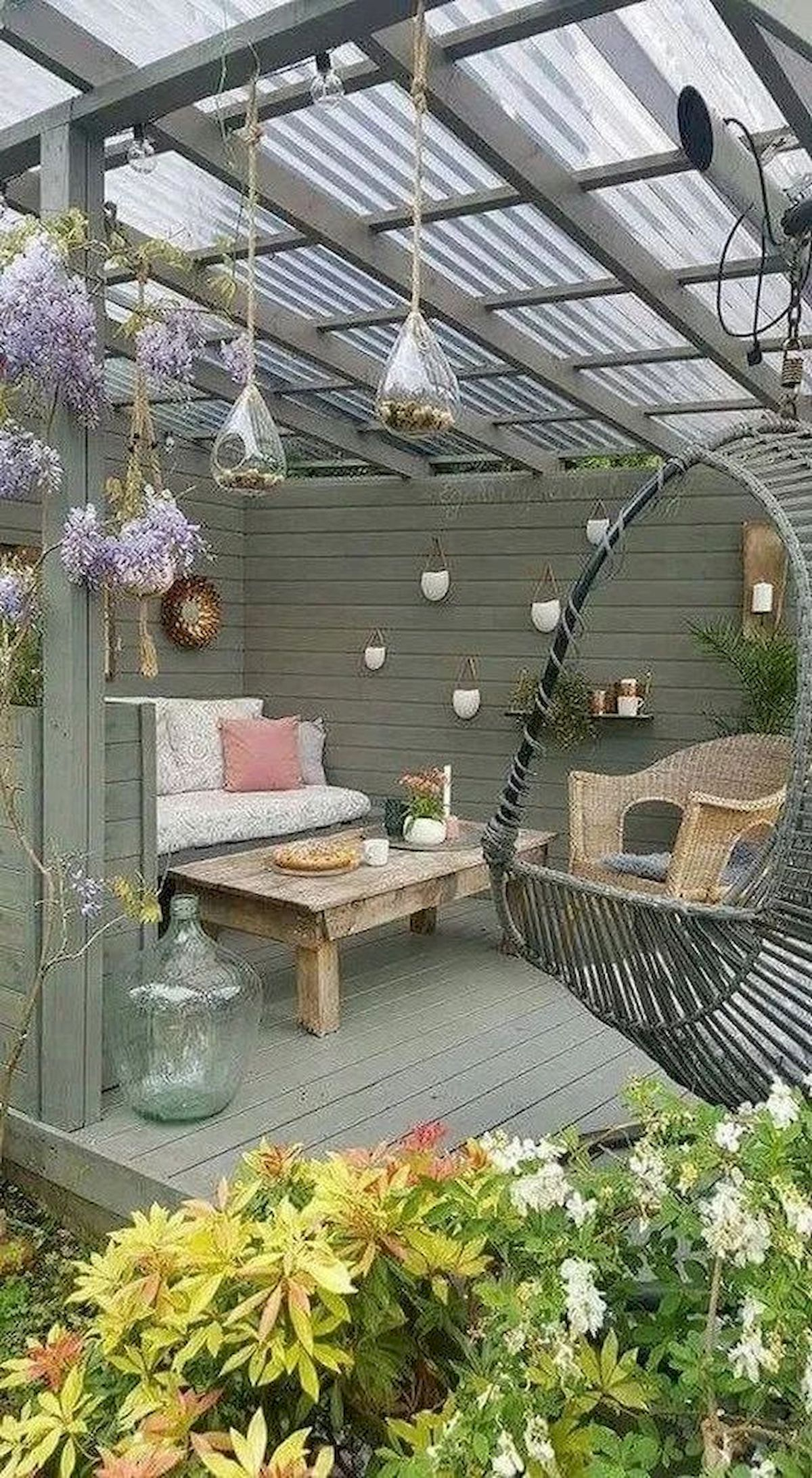 50 Awesome Modern Backyard Garden Design Ideas With Hanging Plants (13)