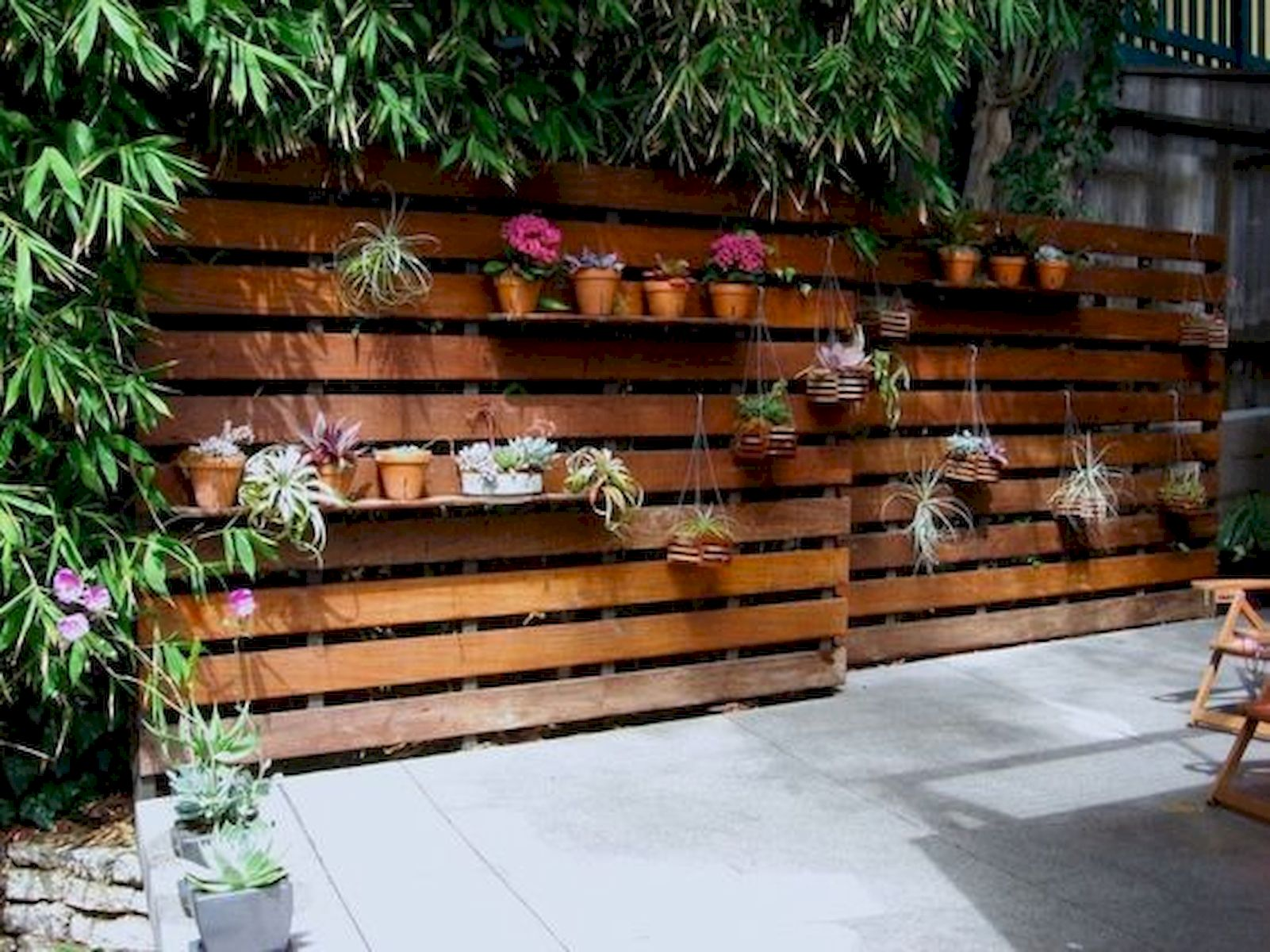 50 Awesome Modern Backyard Garden Design Ideas With Hanging Plants (30)