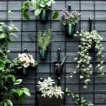 50 Awesome Modern Backyard Garden Design Ideas With Hanging Plants (39)