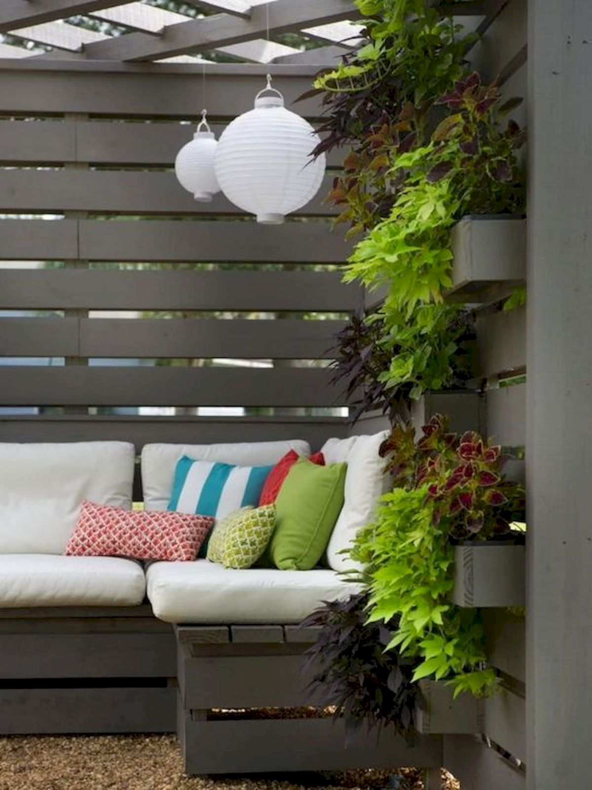 50 Awesome Modern Backyard Garden Design Ideas With Hanging Plants (42)