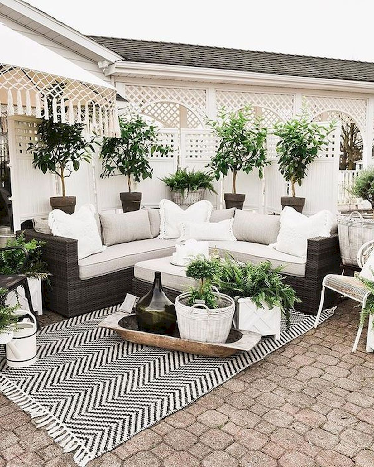 50 Awesome Modern Backyard Garden Design Ideas With Hanging Plants (46)