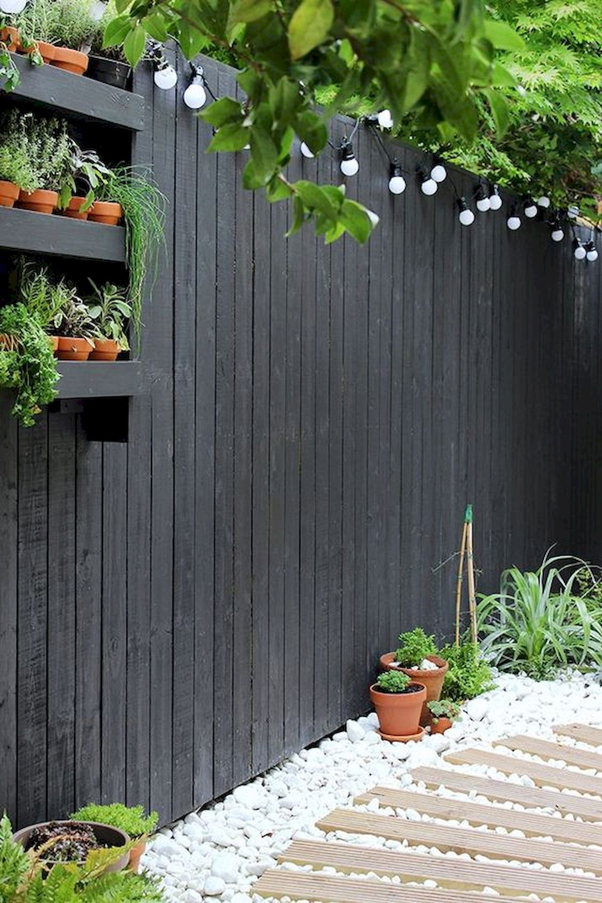 50 Awesome Modern Backyard Garden Design Ideas With Hanging Plants (47)